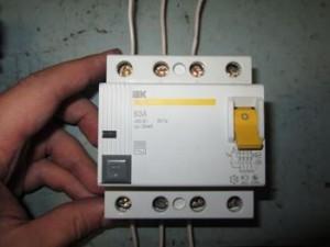Схема подключения четырехполюсного УЗО в трехфазной сети без использования нейтрали, Заметки электрика