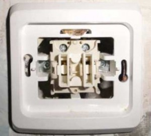 Как подключать проводку на выключатель