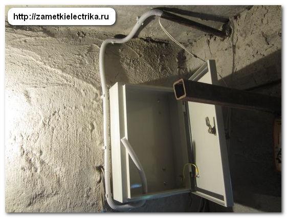 sborka_i_ustanovka_shhita_dlya_garazha_72