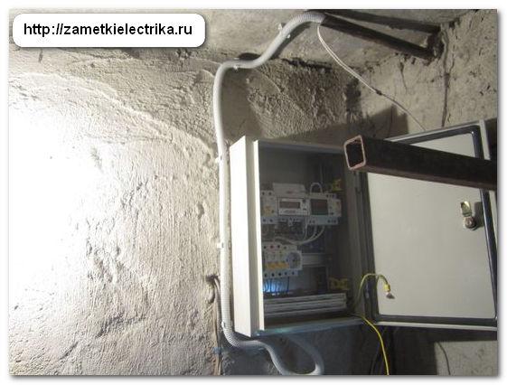 sborka_i_ustanovka_shhita_dlya_garazha_74